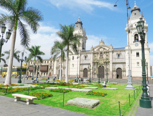 About Peru - Historical building in the main square of Lima